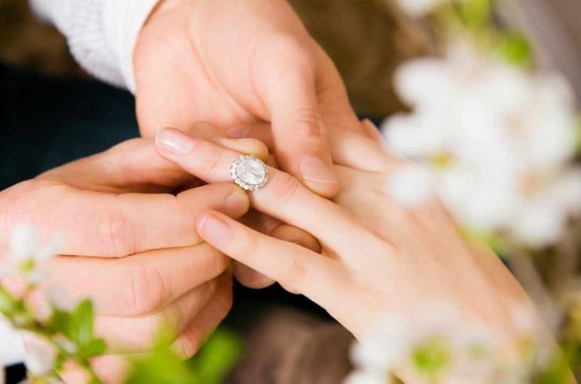 nhẫn cầu hôn front