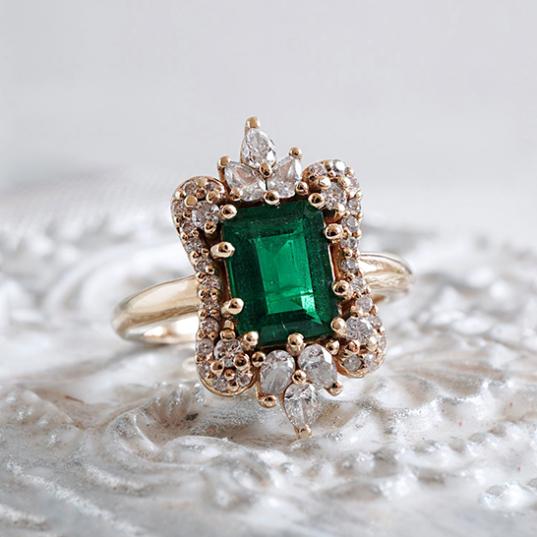 Đá Emerald Cover
