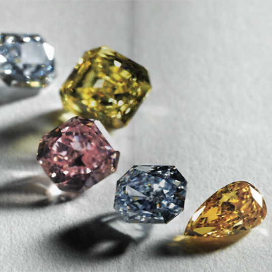 Kim cương màu cover a